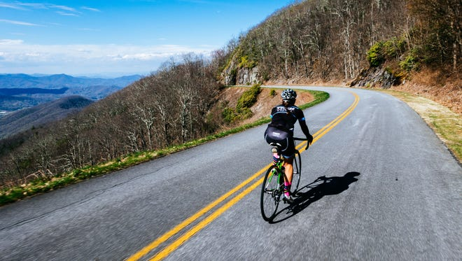 """Riding along the Blue Ridge Parkway, you'll pedal the mountains of western North Carolina where you'll find the highest peak east of the Mississippi River. On the Asheville to Brevard trip with Trek Travel, pass rivers and waterfalls as you ride the scenic roadways and enjoy the indulgences between Asheville, """"Beer City USA,"""" and the mountain town of Brevard."""