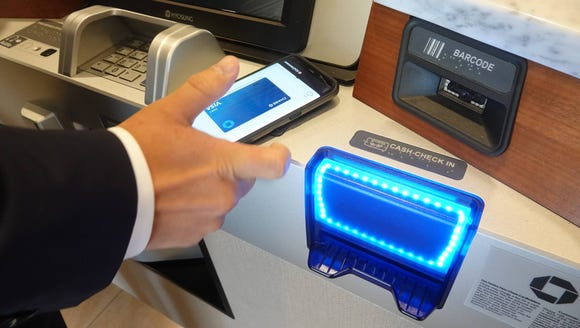Using the smartphone to withdraw money from a Chase
