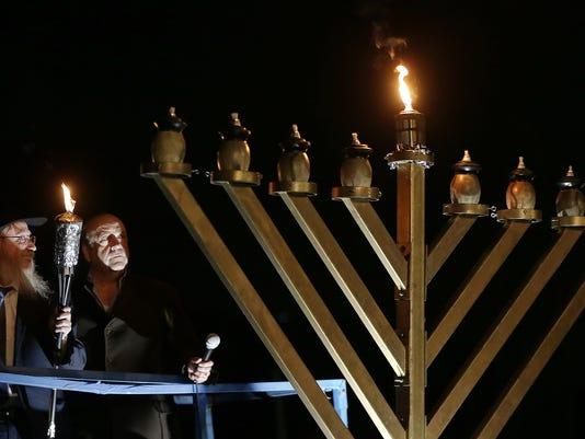 636487099130465516-Hanukkah-Lighting-2.jpg