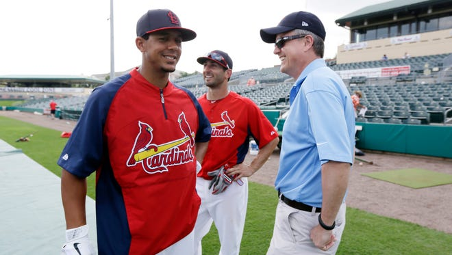 Houston Astros general manager Jeff Luhnow talks to Jon Jay and Daniel Descalso in 2013 at Cardinals camp.