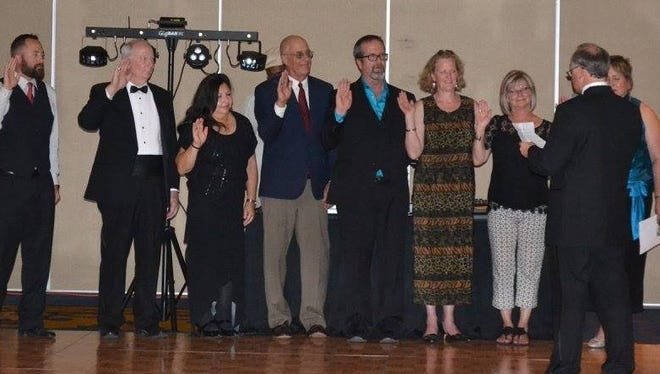Bart Garrison swears in the new Ruidoso Valley Chamber of Commerce Board of Directors Thursday at the chamber's banquet.
