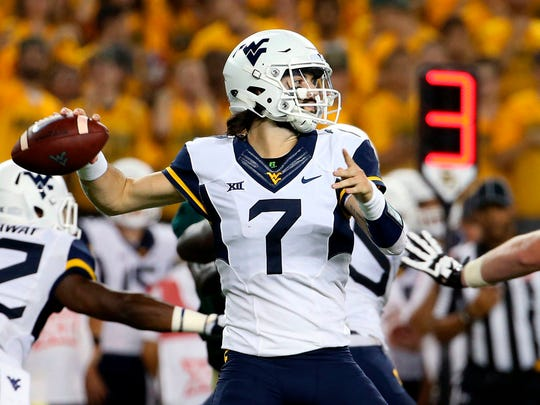 West Virginia quarterback Will Grier (7) passes in the first half of an NCAA college football game in Waco, Texas on Oct. 21, 2017.