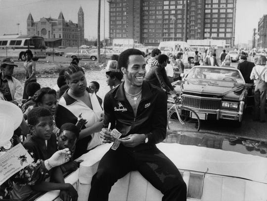 Darrell Griffith signs autographs at the Pegasus Parade in 1980.