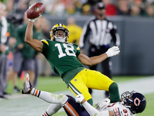Green Bay Packers wide receiver Randall Cobb (18) reaches
