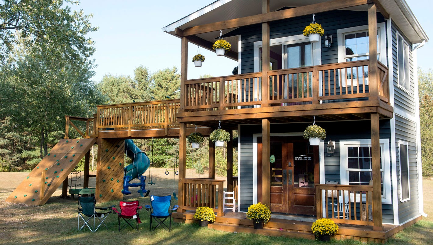 Michigan dad builds 2-story, life-sized playhouse for his ...