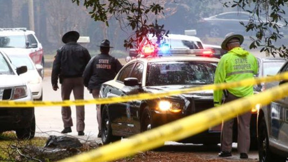 Authorities arrive Saturday to the Plantation Woods