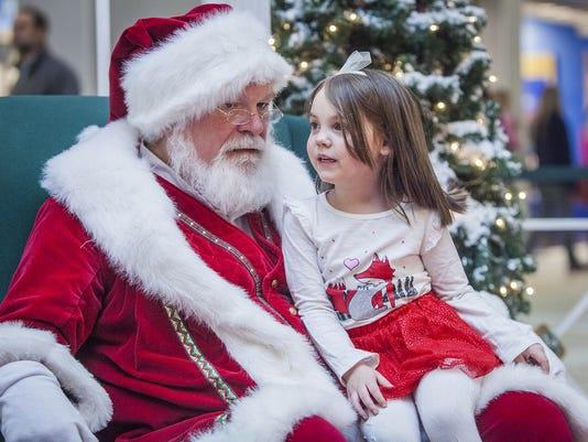 Santa-at-Muncie-Mall