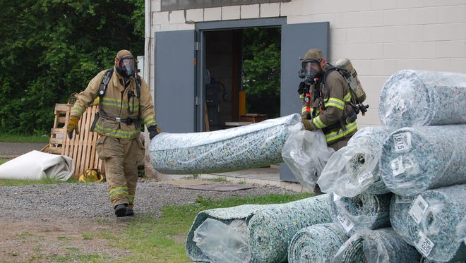 """Firefighters with Mountain Home Fire Department cleaned up a half-gallon hydrochloric spill Thursday morning at the Village Carpet Shop warehouse. Captain Darrin Peoples said there were no reported injuries, but people need to call the authorities """"any time there's a chemical release."""""""