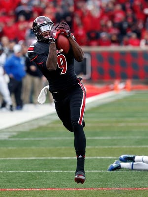 U of L receiver DeVante Parker's 45-yard catch in the second quarter Saturday got the Cards on the board against rival Kentucky.