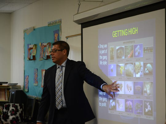 Deputy District Attorney Mike Tripp talks to students at Valley View Elementary about drugs for Red Ribbon Week.