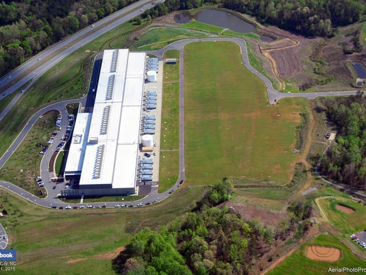 635825990989597374-Facebook-data-center-aerial-view