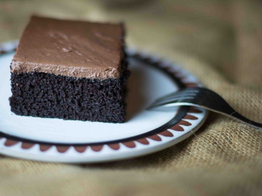 635877019807021247-10.-Vegan-Chocolate-Cake-with-Chocolate-Frosting.jpg