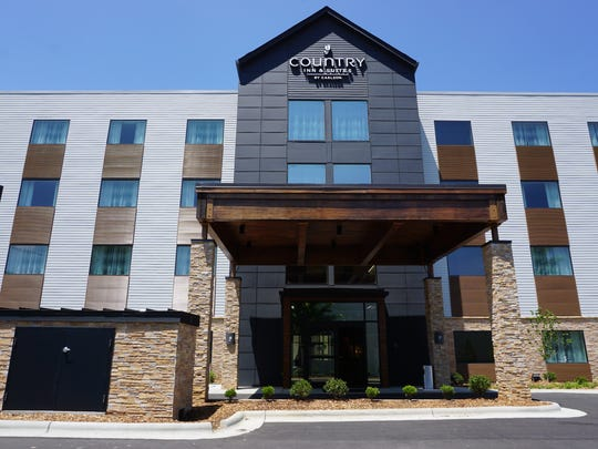 County Inn & Suites By Carlson, Westgate Shopping Center