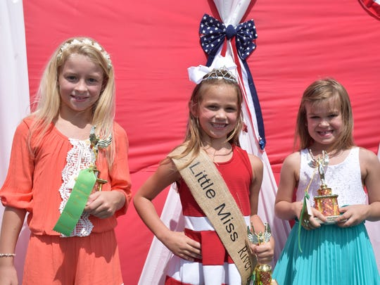 Little Miss River Days, (l to r)  1st runner up - Zannah Wilson, Little Miss River Days Briley Garrett and 2nd runner up Bailey Buchanan.