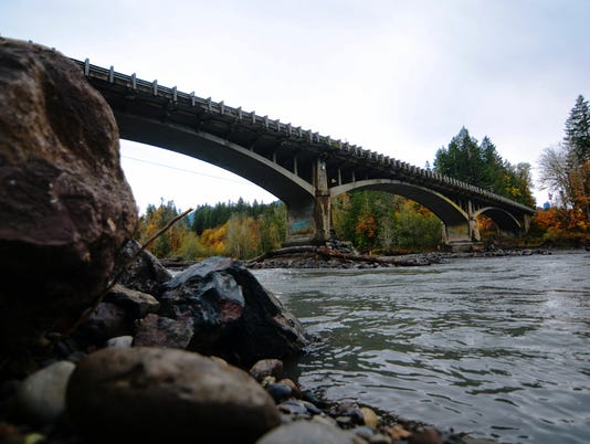 AP ELWHA RIVER BRIDGE A USA WA
