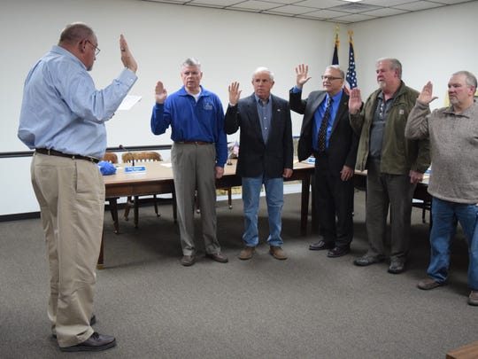 Morganfield City Attorney C. Michael Williamson administers the oath of office to the newly elected City Council members. Left to right are Gary Lovell, Mike Moore, Paul Monsour, Alvin Russelburg and Rick Wyatt.