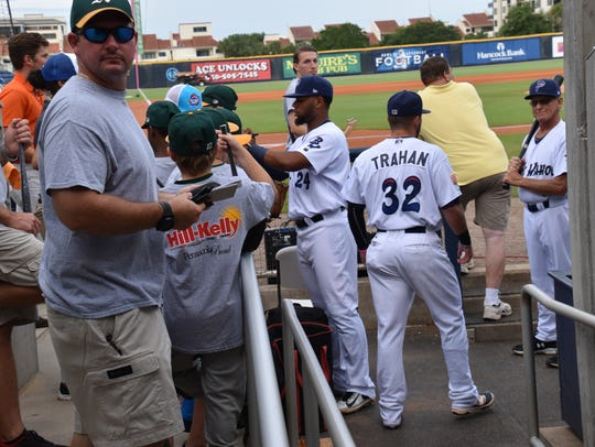 Blue Wahoos Angelo Gumbs signs autographs for the many