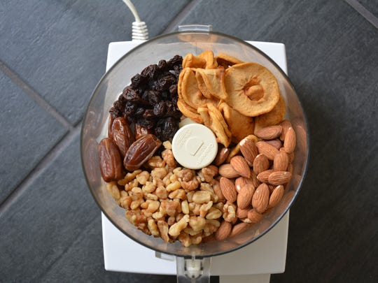 Nuts and dried fruits are the basis for Homemade Apple