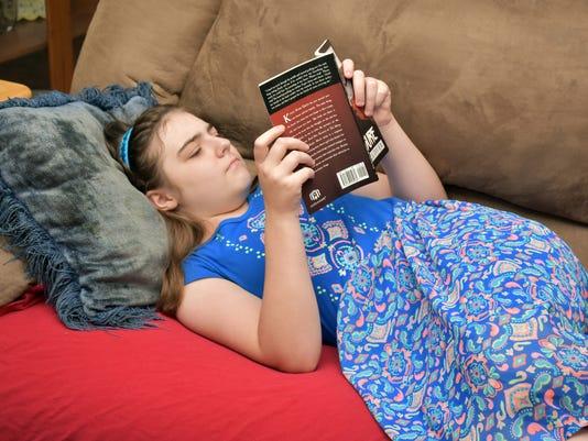 P-Kaylee-Glover-reading