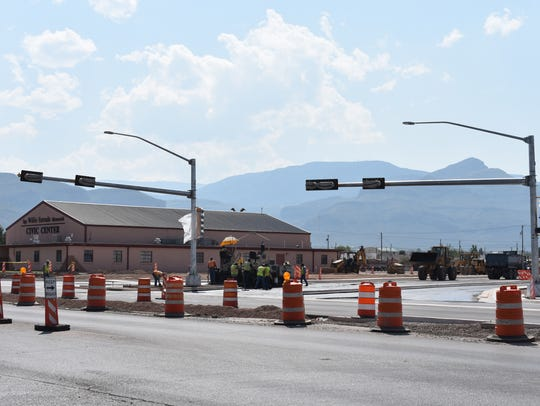 A new traffic signal has been installed on the South