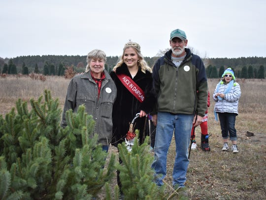 Alice in Dairyland Crystal Siemers-Peterman is joined by the owners of Ginter Tree Farms Karen and Bill Miller.