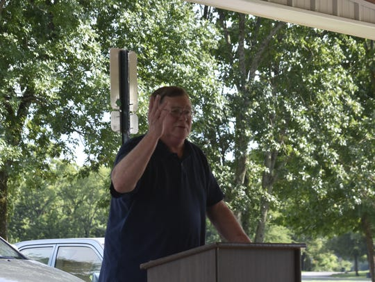 Ashland City Mayor Rick Johnson speaks at a dedication