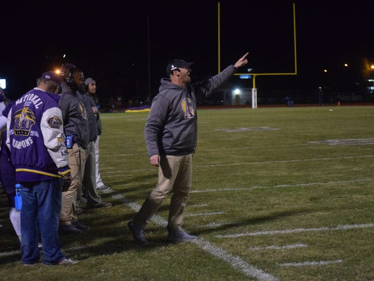 Alexandria Senior High coach Thomas Bachman (center)