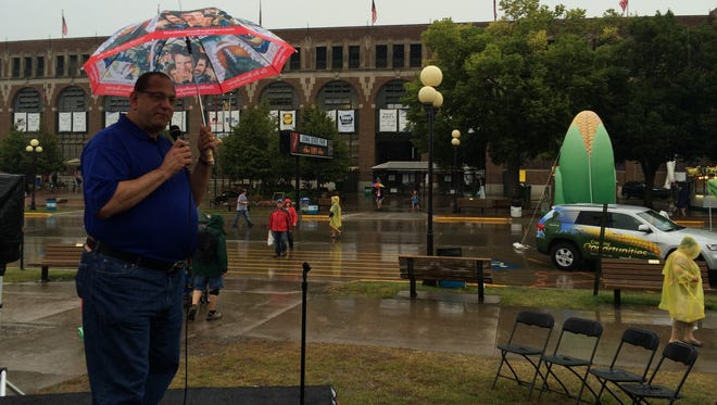 Democratic candidate for state auditor Jon Neiderbach braves the rain at the Des Moines Register Political Soapbox
