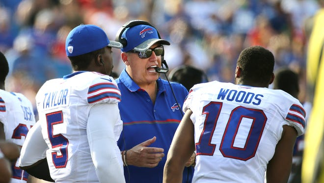 Bills head coach Rex Ryan with Tyrod Taylor (5) and Robert Woods on the sideline.