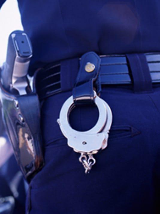 636420213063840145-Policeman-Cuffs.jpg