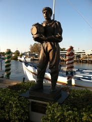 A statue commemorating the Greek sponge divers in Tarpon