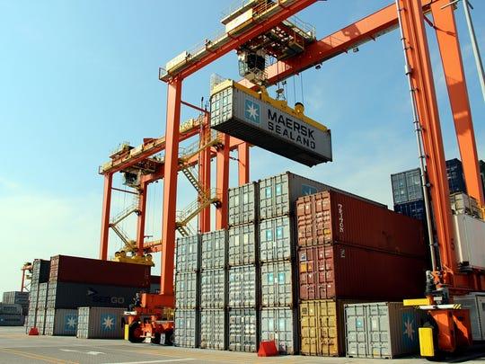 """Canadá, el mayor exportador de acero y aluminio a Estados Unidos, dijo que """"tomará medidas adecuadas"""" en defensa de sus intereses comerciales y sus trabajadores."""