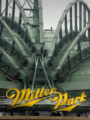 The Milwaukee Common Council Tuesday banned smokeless tobacco at Miller Park and other city ball fields.