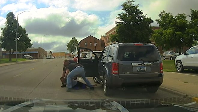 Screengrab from dashcam video that shows an arrest in Worthington.