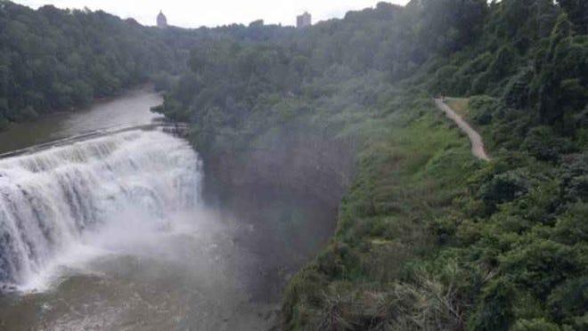 Man falls into gorge on Sunday