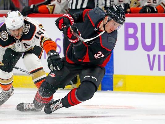 Ducks_Hurricanes_Hockey_84769.jpg