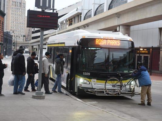 2017-1204-mo-buses285