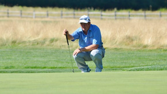 Andrew Svoboda lines up a putt during the final round