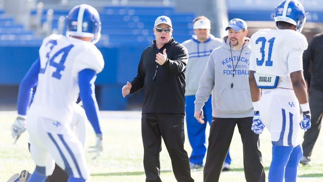 Kentucky Wildcats head coach Mark stoops gives instructions to his team during the Kentucky football open practice session.