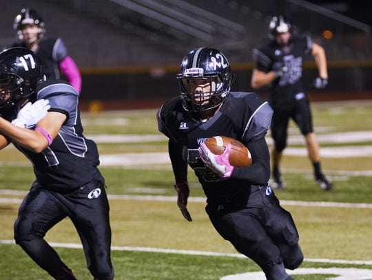 Oñate's Sal Yanez carries against Hobbs on Friday at