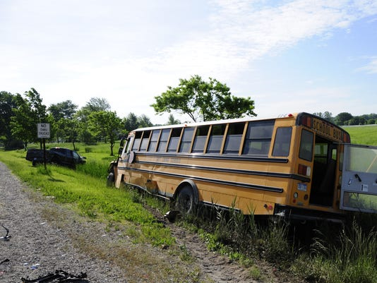 636632711514505607-crashbus2.jpg