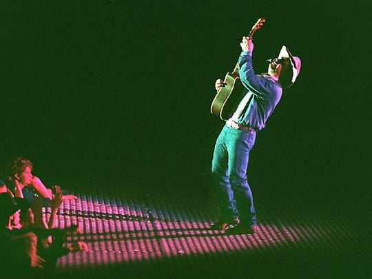 A solo performance mesmerized Garth Brooks fans during