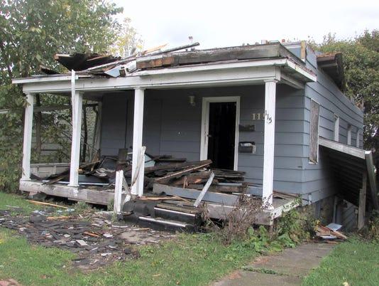 ELM 1025 HOUSING 01