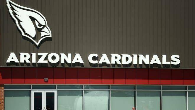 Arizona Cardinals GM Steve Keim watches practice on Sep. 5, 2018 at the Arizona Cardinals Training Facility in Tempe, Ariz.