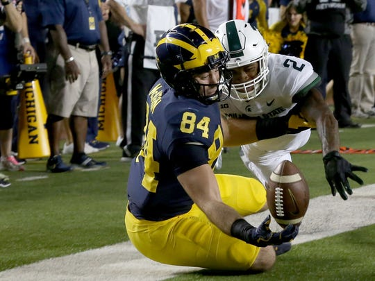 Michigan #84 Sean McKeon can't come up with the catch