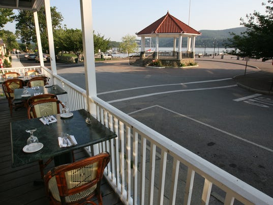 Waterfront Dining In Putnam