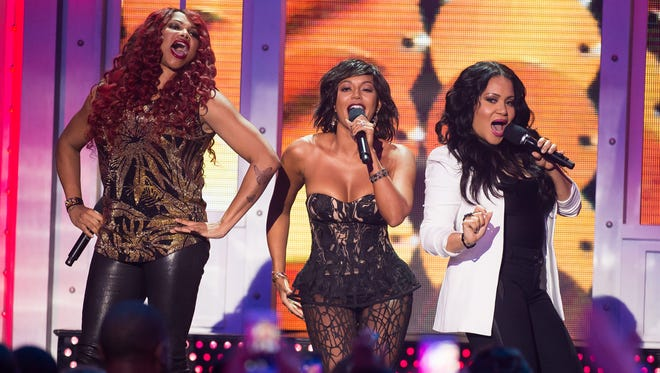 Mel B, center, performs with Salt-N-Pepa members Sandra Denton, left, and Cheryl James, right, at VH1 Big Music in 2015: You Oughta Know at The Armory Foundation on Thursday, Nov. 12, 2015, in New York.