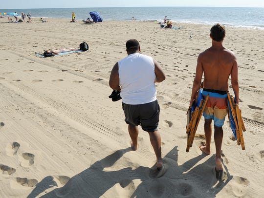 062414-beach.stand.guy-cs.2814.jpg