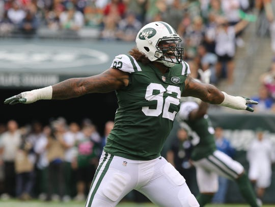 Leonard Williams of the Jets celebrates a missed Patriots