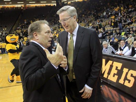 Iowa head coach Fran McCaffery chats with Michigan